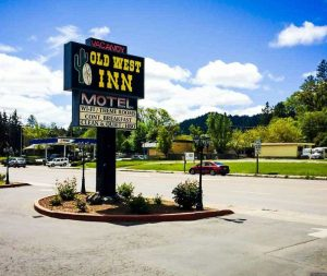 The Old West Inn - Willits Hotel Rated #1