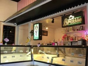 Scoops Frozen Yogurt & Deli