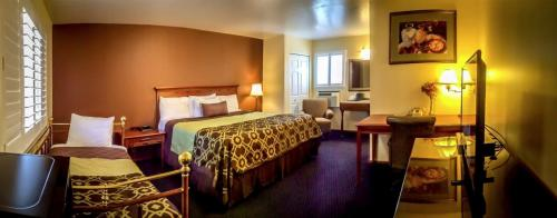 Best Hotel In Willits - The Old West Inn - 2018 14