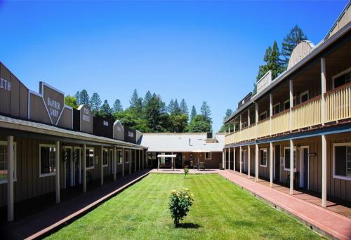 Best Hotel In Willits - The Old West Inn - 2018 18