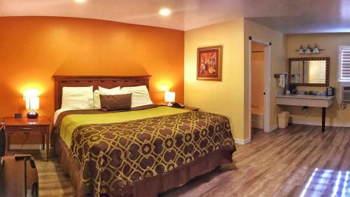 Willits Hotels - The Old West Inn - 2019 One King - 4