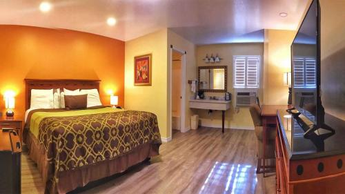 Willits Hotels - The Old West Inn - 2019 One King - 5