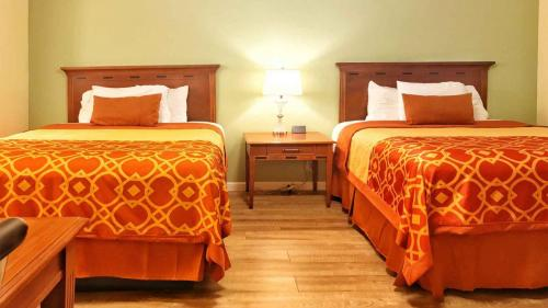 Willits Hotels - The Old West Inn - 2019 Two Queens - 6