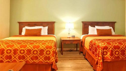 Willits Hotels - The Old West Inn - 2019 Two Queens - 7